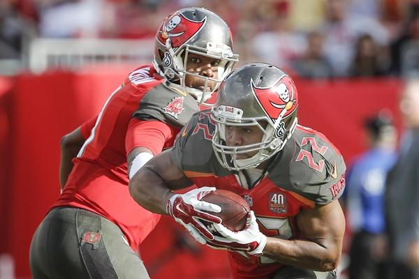 Fantasy Slant: Doug Martin Re-signs with the Buccaneers