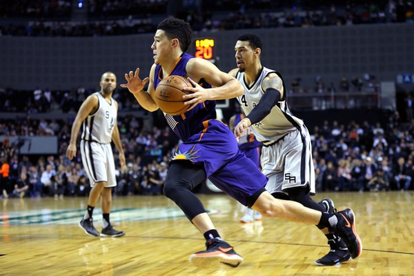 Suns Devin Booker Puts Up Dazzling Performance in Win over Spurs