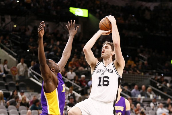 Spurs PF Pau Gasol Undergoes Surgery, Out Indefinitely