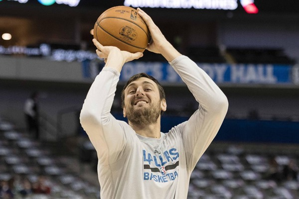 Report: Andrew Bogut Expected to Sign with Cleveland Cavaliers