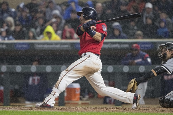 Minnesota Twins 2B Brian Dozier Diagnosed with Knee Contusion
