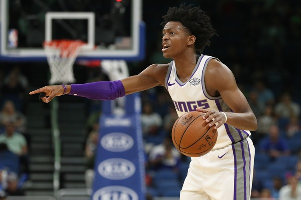 Fantasy Impact: Kings PG De'Aaron Fox (abdomen) Exits Tuesday's Game