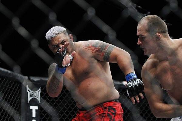 UFC FN 52: At 40 Years Old, Mark Hunt Stays Relevant With Brutal Roy Nelson KO