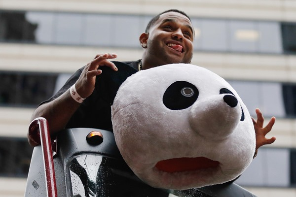 Pablo Sandoval signs with the Boston Red Sox
